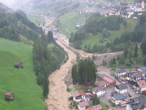 Hochwasser 2005: Bildergalerie Hochwasser Bezirk Landeck. Am Foto: Kappl