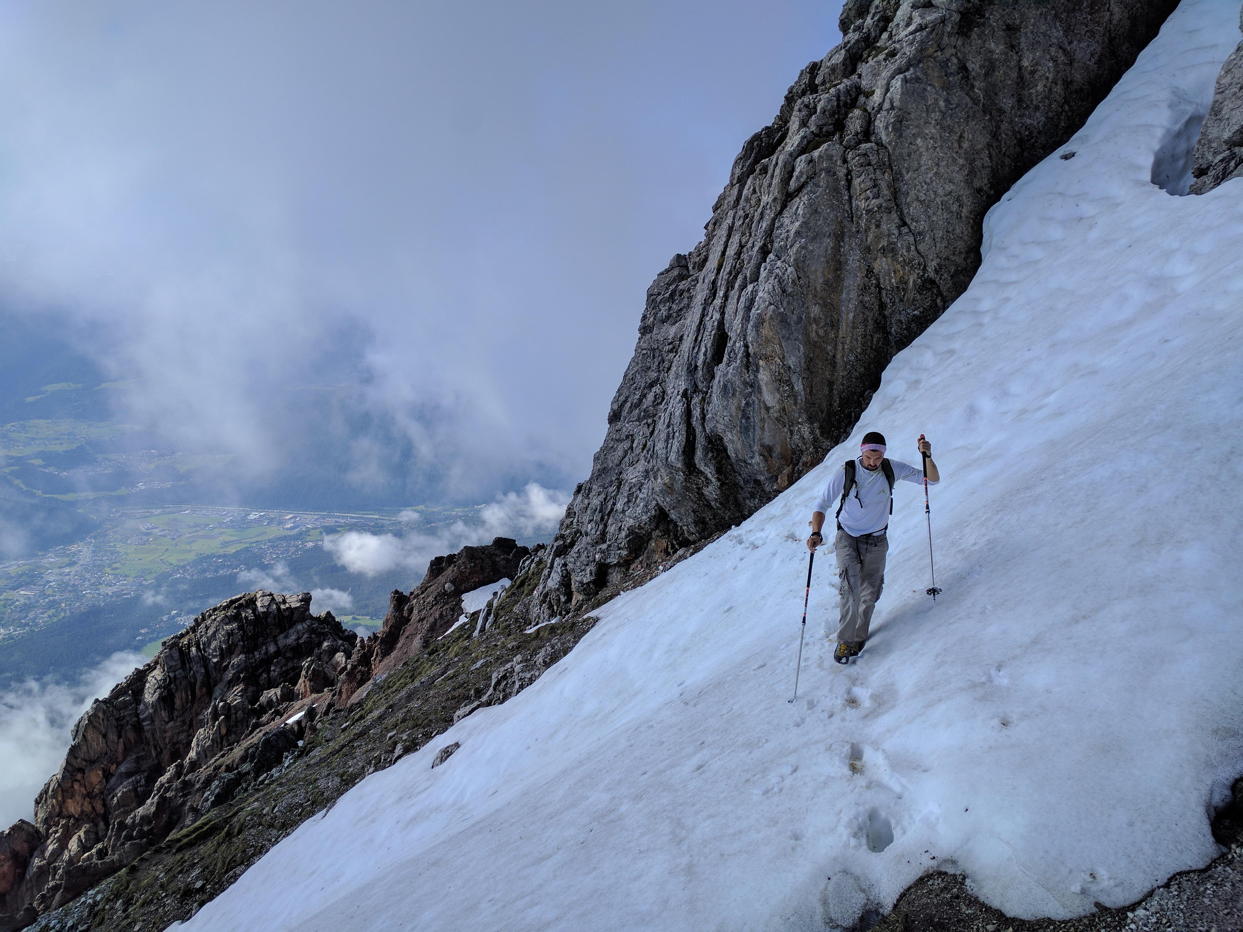 Queren eines Altschneefelds © Christian Klingler