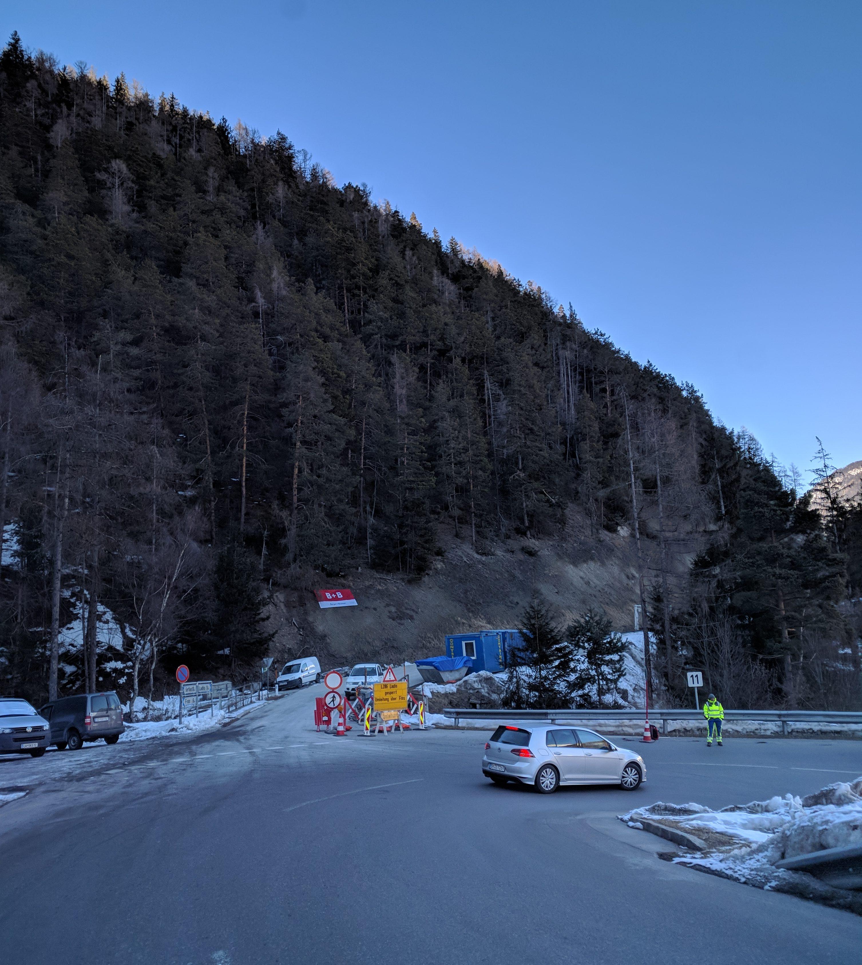 L286 Ladiser Straße nach Felssturz und Hangrutsch gesperrt