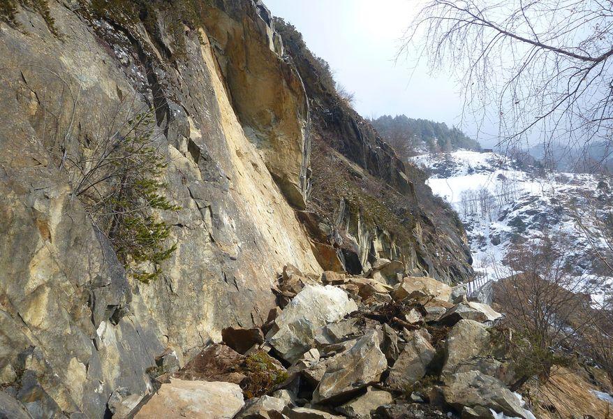 Felssturz auf die Straße Farst - Umhausen - Foto Land Tirol