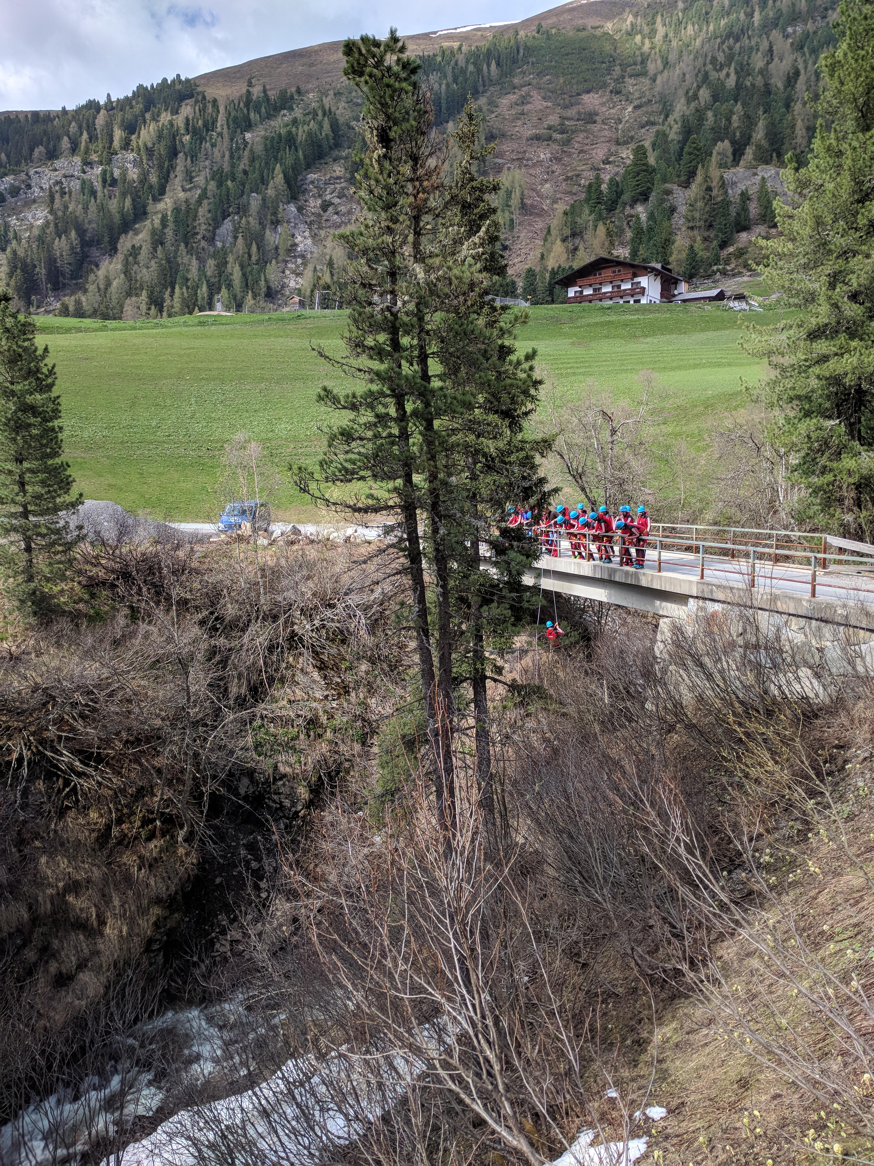 Nederbach Canyoning - Einstieg bei der Brücke nach Mareil